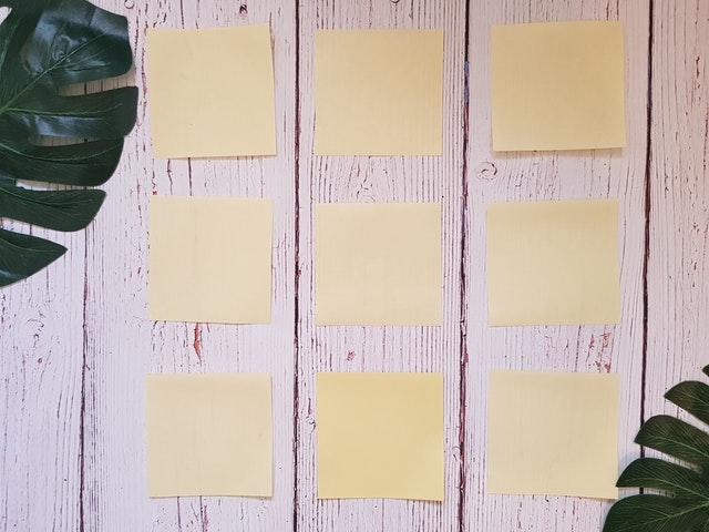 kancelářské papírky
