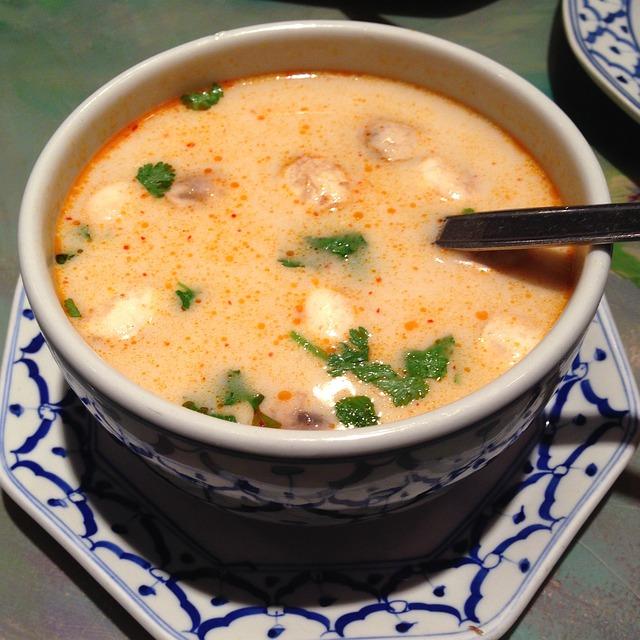 polévka s kokosovým mlékem